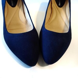 Chinese Laundry pointed toe low wedge